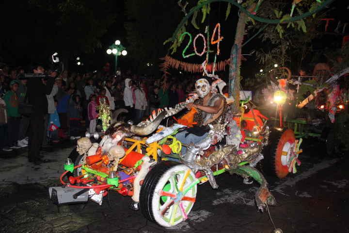 """Este viernes otra edición del ya tradicional """"Desfile Noche de Burladeros"""""""