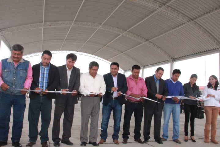Diputado Federal y alcalde de Tepetitla, inauguran techumbre