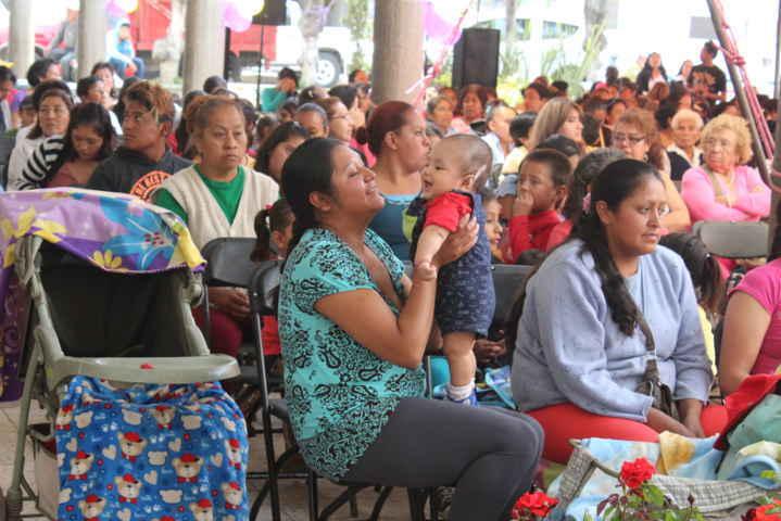 Ayuntamiento de Xaloztoc reconoce a las madres en su día