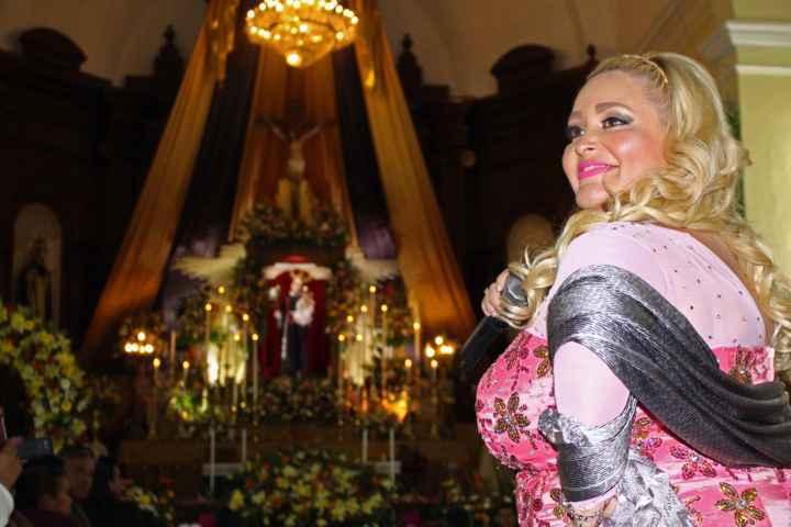 """Canta Sheila Tadeo, Mañanitas a """"San Antonio de Padua"""" en su día"""
