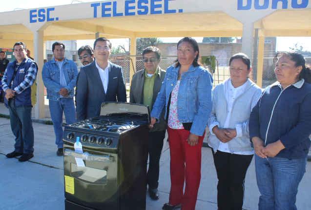 Entrega Ayuntamiento de Huamantla apoyo a Telesecundaria