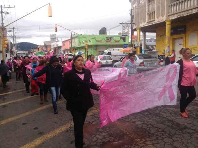 Desfilan mujeres Nanacamilpenses en contra del Cáncer de Mama