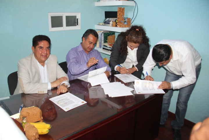 Actualiza CAPAM Calpulalpan contrato con Sindicato 7 de Mayo