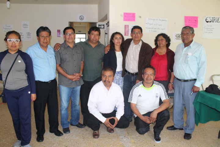 Alfredo Valencia recibe constancia de mayoría como alcalde de Huactzinco