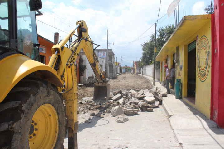 Alcalde interino encabezó trabajos de adoquinamiento en Atlamaxac