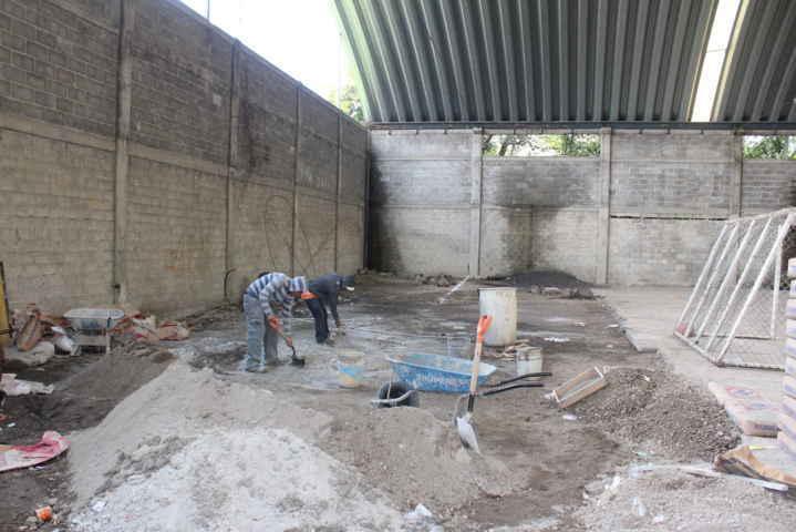 Se inician trabajos de rehabilitación del auditorio de Atlamaxac