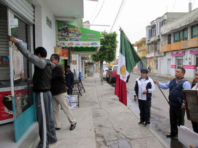 Colocan autoridades de Tetlanohcan Bandos Solemnes