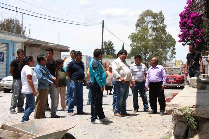 Supervisa alcalde de Contla avance de obra en la calle Emiliano Zapata