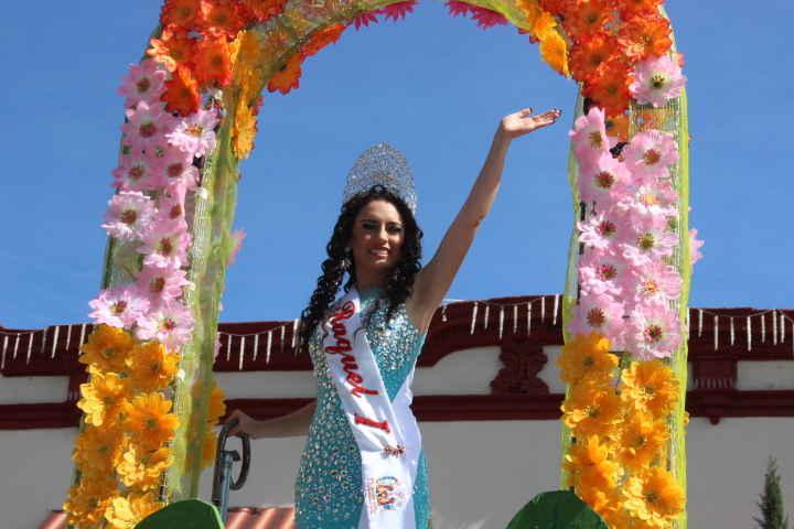 Se lleva a cabo con gran éxito el Tradicional desfile de las flores en Huamantla