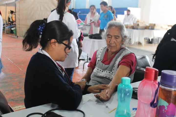 Se benefician ciudadanos de Panzacola con Jornada de Salud