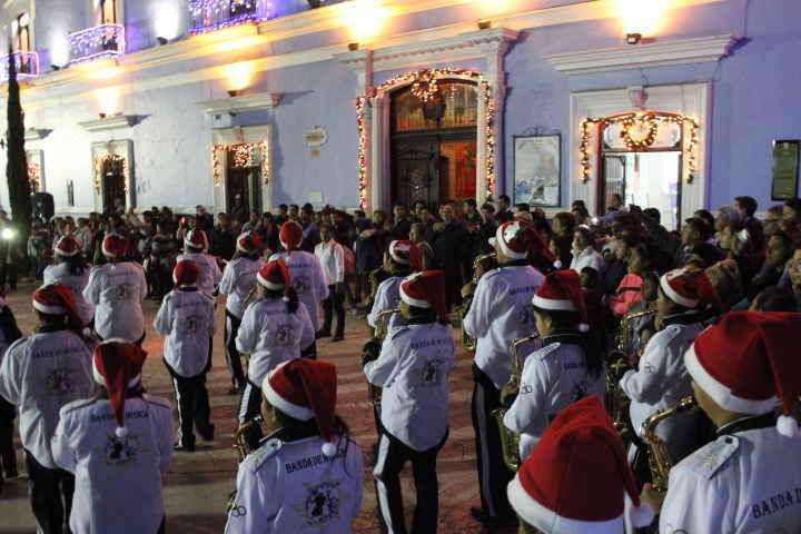 Con gran éxito se lleva a cabo desfile Navideño en Huamantla