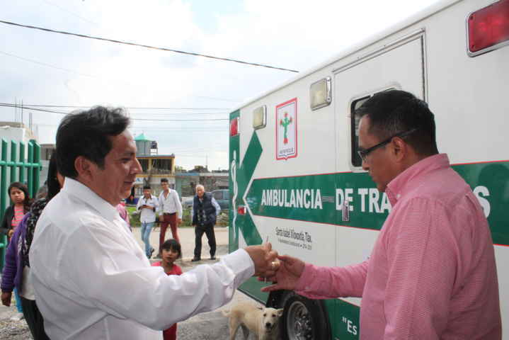 Entrega alcalde EST ambulancia de traslados