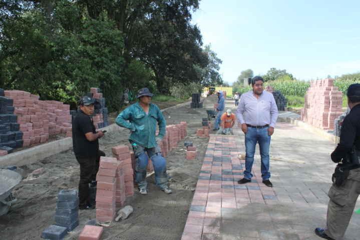 Supervisa alcalde de Teacalco avances en la obra pública