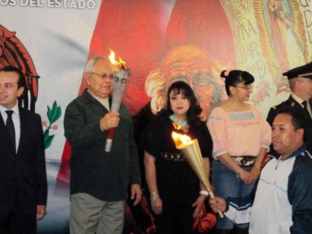 Trasladan fuego simbólico de independencia a Tetlanohcan