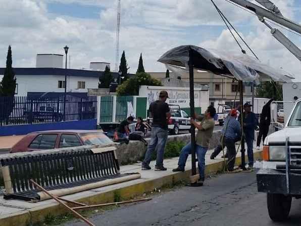 Instala Ayuntamiento de Huamantla  paraderos de transporte urbano y sub urbano