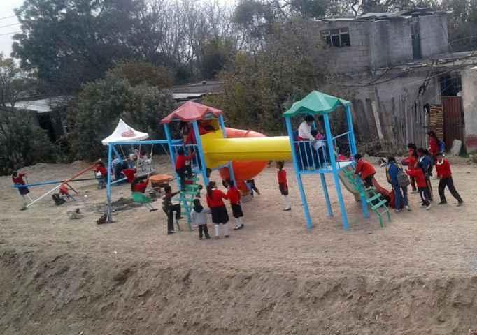 Inicia Tetlanohcan construcción de parques infantiles