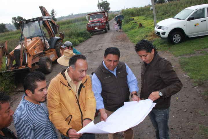 Alcalde da Tepetitla da el banderazo de inicio de obra en la colonia Guadalupe Victoria