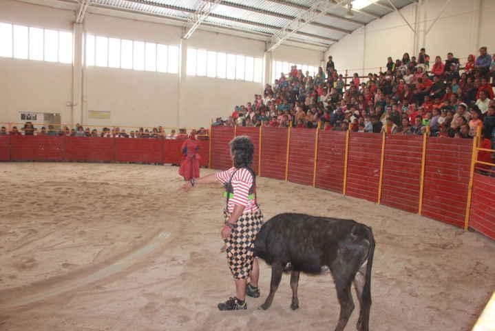 Organiza Ayuntamiento festival cómico taurino en el día del niño