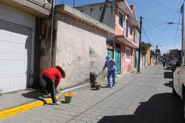 Con brigadas realizan trabajos de mantenimiento a calles de Papalotla