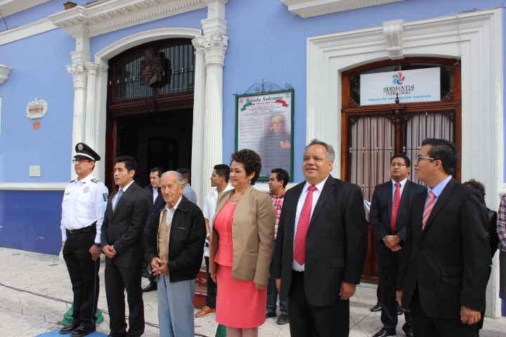 Colocan Bando Solemne de  fiestas patrias en Huamantla