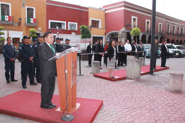 Encabeza alcalde de Xiloxoxtla Arrio de Bandera en el Zócalo Capitalino