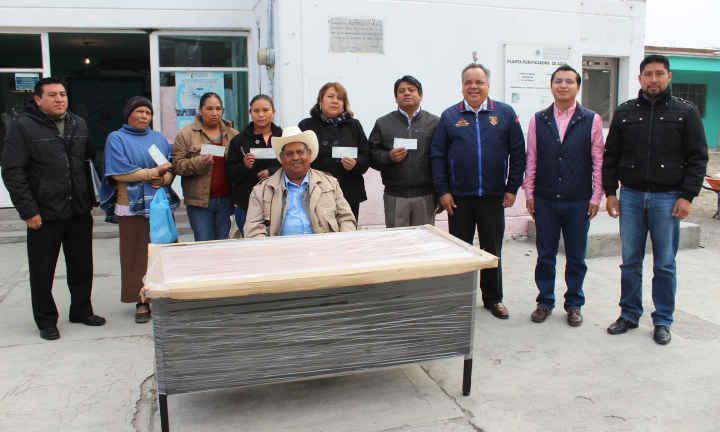 Entrega JAAL cheques de apoyo en comunidad de Huamantla