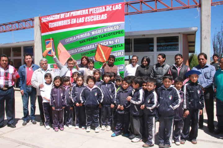 Arrancan los trabajos de construcción de 4 techumbres en Xaloztoc