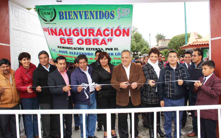 Inaugura JAAL rehabilitación de  fachada de escuela en Huamantla