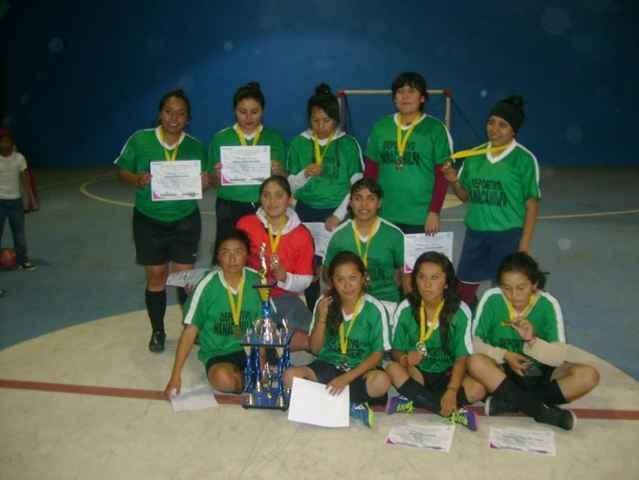 Selección femenil de Nanacamilpa gana de torneo intermunicipal de futbol de salón