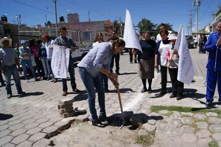 Rehabilitan línea principal de conducción de  red de agua potable en Nanacamilpa