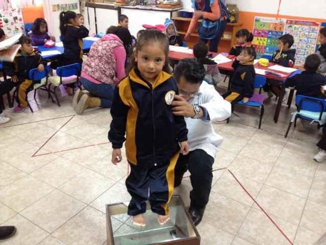 SMDIF Nanacamilpa realiza detección de pie plano y pie cavo en alumnos de preescolar