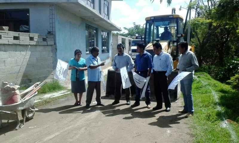 Alcalde interino inicia obra de pavimentación en la colonia las Águilas