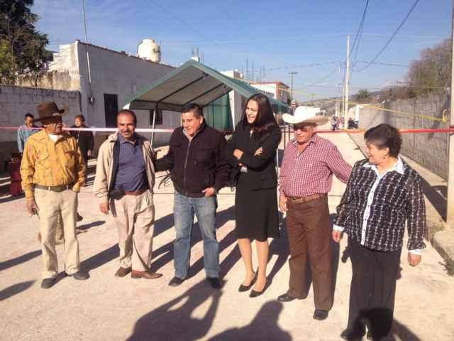 Lilia Olvera inaugura calle adoquinada en Francisco I. Madero