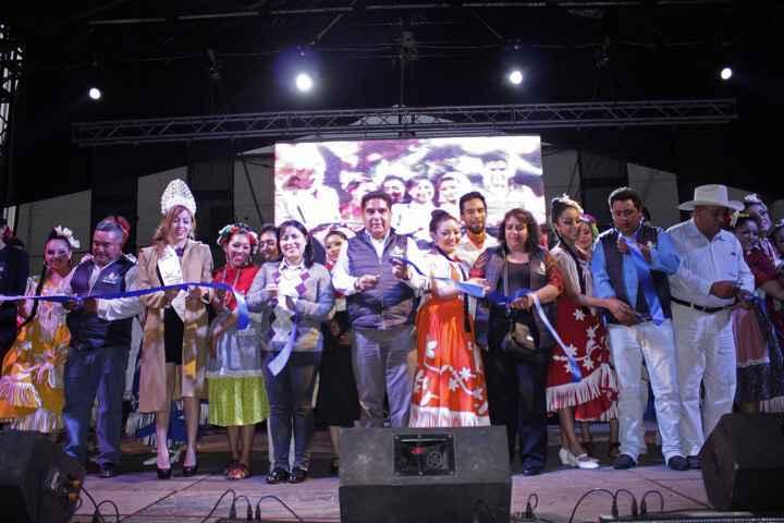 """Inauguran Feria Patronal """"San Antonio Calpulalpan 2016"""" ante 15 mil asistentes"""