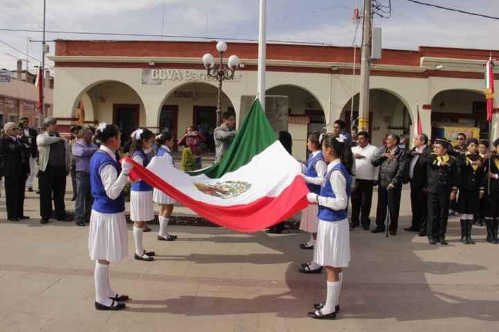 Conmemoran en Calpulalpan natalicio de  Benito Juárez