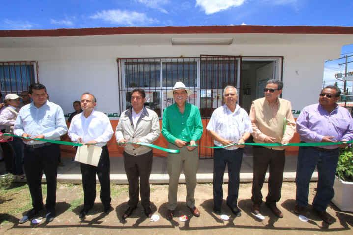 Entregan en Calpulalpan obras educativas y de apoyo al campo
