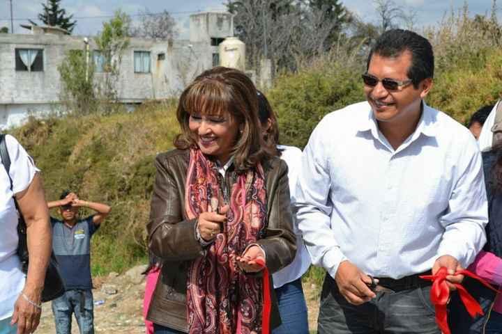 Senadora y alcalde inauguran drenaje pluvial