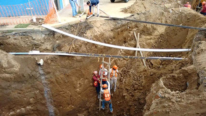Repara CAPAM fractura de línea de conducción en La Loma Xicohténcatl