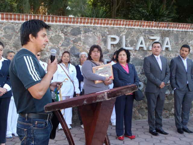 Reconocen deportistas de Tetla trabajo de Javier Hernández
