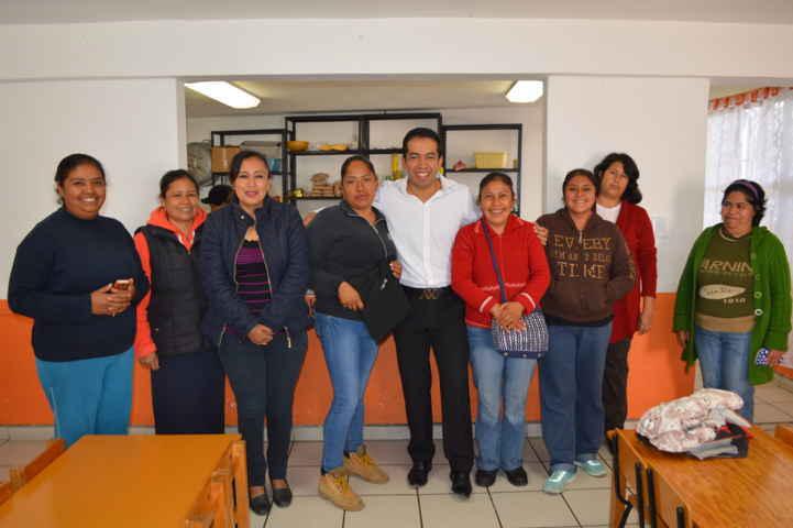 Entrega apoyo a la escuela Primaria Rural Federal Cuauhtémoc
