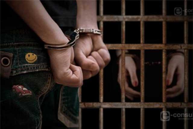 Por robo y secuestro exprés aseguran a dos policías estatales, en Apizaco