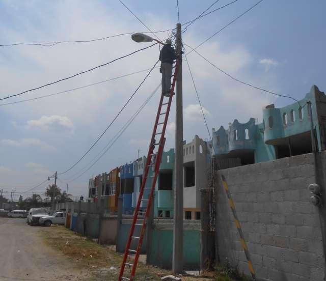 Gobierno Municipal de Lardizábal realiza la reparación de luminarias