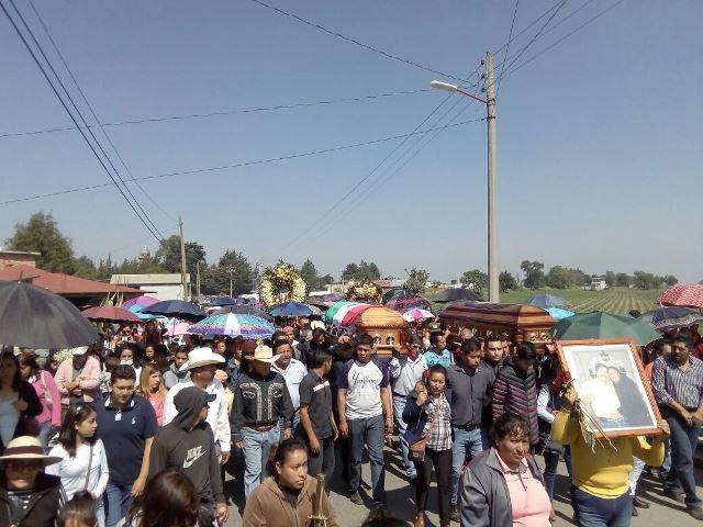 Entre porras y llanto despiden a ex alcalde de Tzompantepec