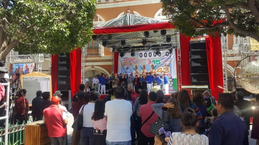 Efectúan exhibición de danzón en la capital