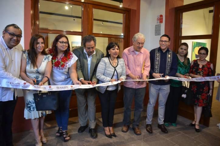 Inauguran alcaldes de Xalapa y Tlaxcala exposición pictórica de Pedro Avelino