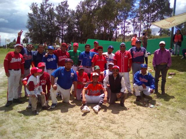"Cervecero de Ixtacuixtla ""Campeones"" en la liga de béisbol de Texmelucan"