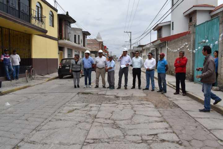 Alcalde pone en marcha obra de pavimentación en la calle Reforma de la Concordia