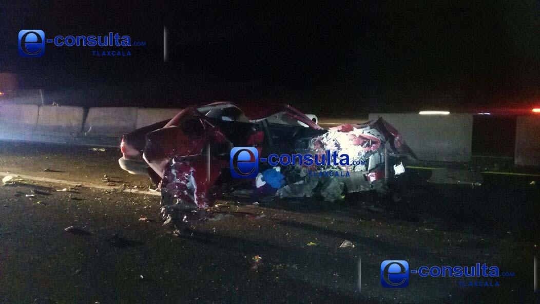 Embiste tráiler a vehículo en Tecopilco, hay 4 heridos