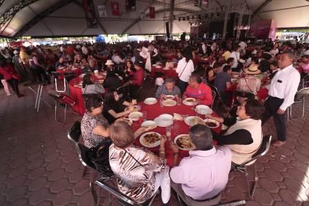 Disfrutan cientos de familia el Festival del Mole en Tlaxcala La Feria 2018