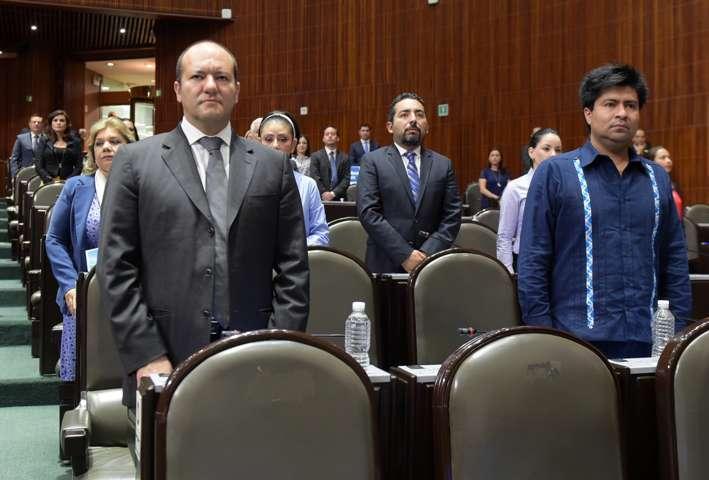 Presenta Juan Corral iniciativa para que alcaldes profesionalicen a su personal
